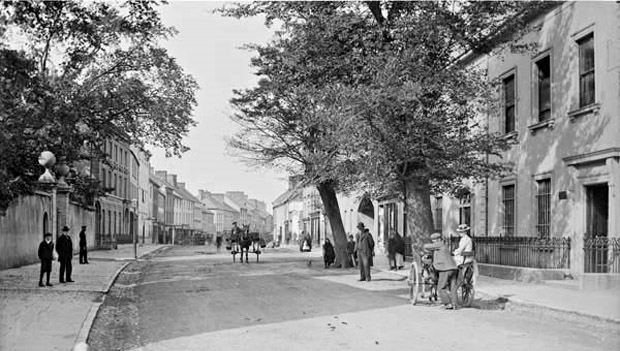 Upper Main Street, Carrick-on-Suir in the early 1900's