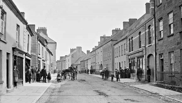 Castle Street, Carrick-on-Suir in the early 1900's