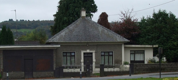 "The ""Glascott"" house near the hospital in Carrick (2009)"